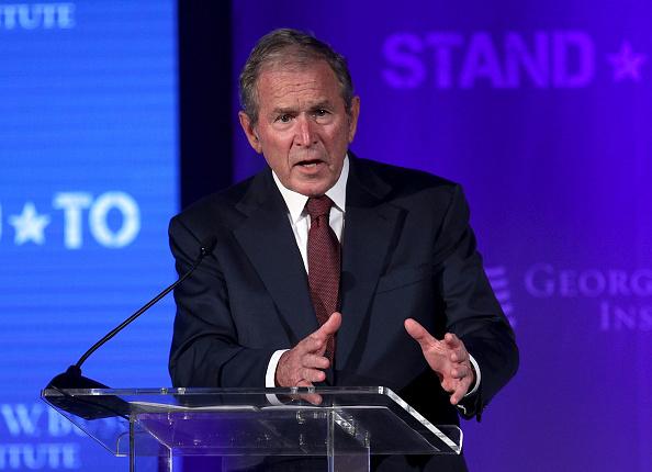 George W「George And Laura Bush, VA Secretary Shulkin Hold Discussion On US Veterans」:写真・画像(2)[壁紙.com]