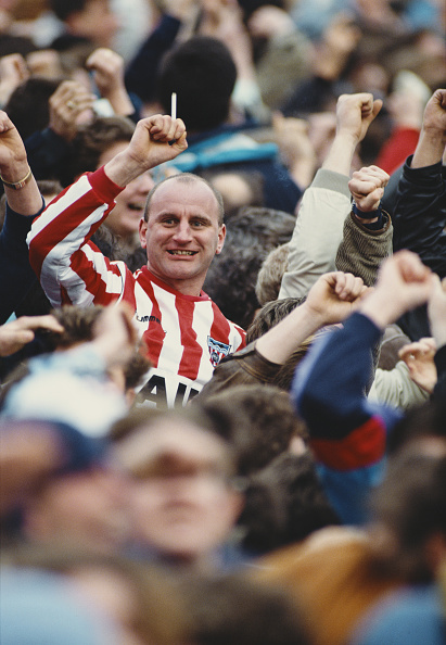 UK「Smoking Sunderland fan celebrates a goal 1990」:写真・画像(16)[壁紙.com]