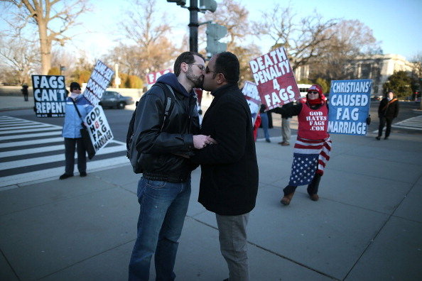 WBC「Supreme Court Hears Arguments On California's Prop 8 And Defense Of Marriage Act」:写真・画像(8)[壁紙.com]
