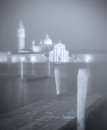 Wooden Post「Venice pier in foggy weather」:スマホ壁紙(17)