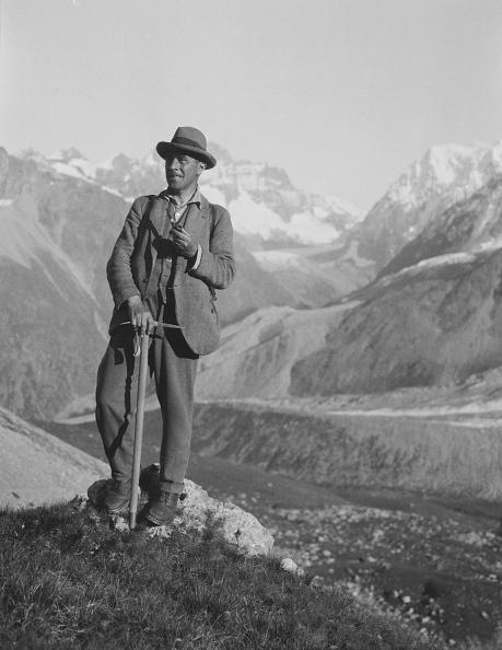 1930「Man Resting On Mountain」:写真・画像(18)[壁紙.com]