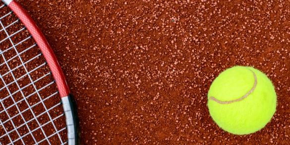 クレイコート「Tennis ball and racquet on a clay court」:スマホ壁紙(11)