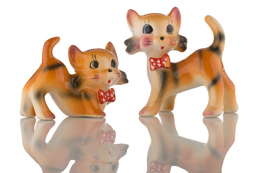 Figurine「Two kitsch china playful cat figurines」:スマホ壁紙(7)