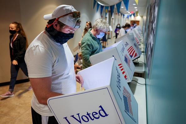 米国大統領選挙「Record Number Of South Carolina Residents Take Advantage Of Early Voting」:写真・画像(3)[壁紙.com]