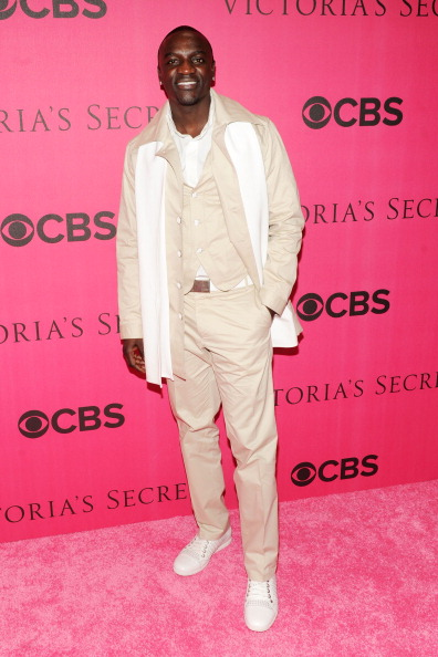 New York State Armory「2010 Victoria's Secret Fashion Show - Pink Carpet Arrivals」:写真・画像(3)[壁紙.com]