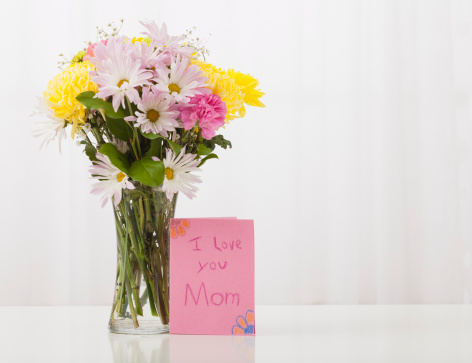 母の日「Bouquet in vase with greeting card for Mother's Day」:スマホ壁紙(4)