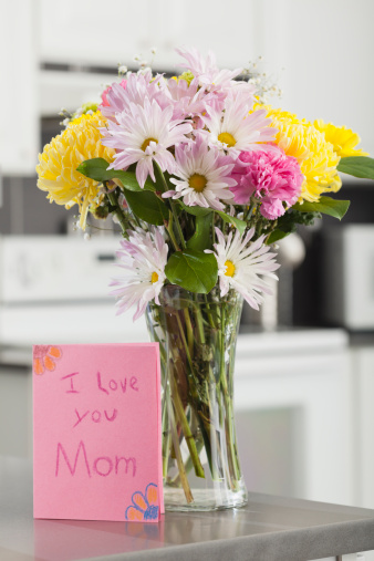 母の日「Bouquet in vase with greeting card for Mother's Day」:スマホ壁紙(8)
