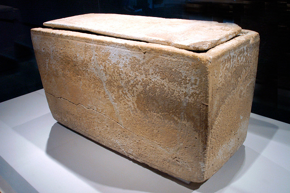 White Collar Crime「Box Reported To Have Contained Jesus' Brother's Remains 」:写真・画像(19)[壁紙.com]