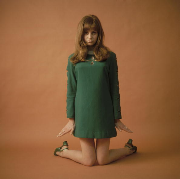 Mini Skirt「Susan George」:写真・画像(7)[壁紙.com]