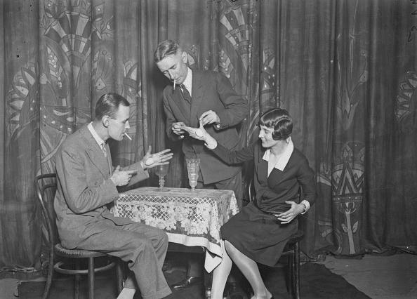 座る「Noel And Mary Maskelyne」:写真・画像(0)[壁紙.com]