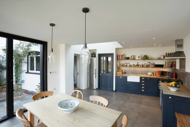 New kitchen and diner extension interior. Built onto the side of a listed historic building.:スマホ壁紙(壁紙.com)