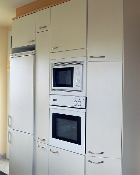 Kitchen「View of a microwave and refrigerator embedded in a kitchen」:写真・画像(19)[壁紙.com]