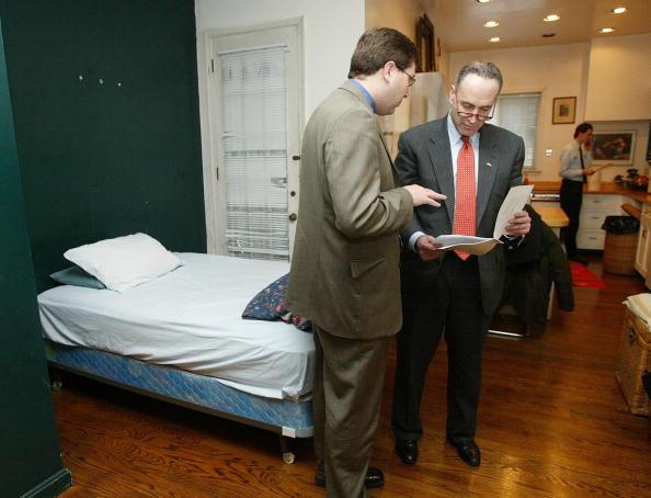 Townhouse「Bill Frist, Tom Daschle Talk About Ricin」:写真・画像(5)[壁紙.com]