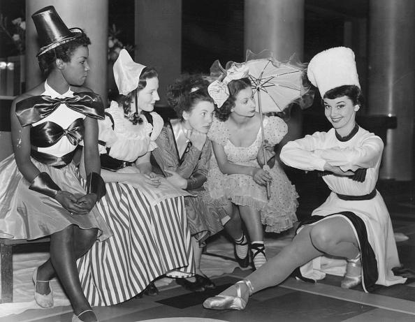 Christmas「Audrey Hepburn」:写真・画像(0)[壁紙.com]