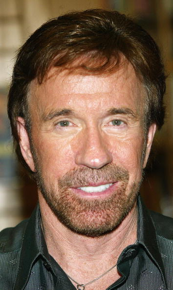 Borders Books「Chuck Norris Book Signing At Borders Books」:写真・画像(19)[壁紙.com]
