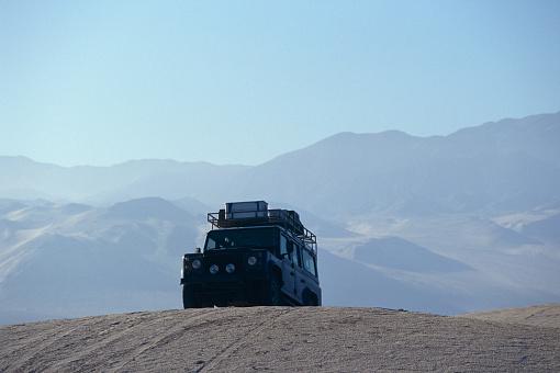 Bolivian Andes「Off Road Car on Sand Dune in Atacama Desert」:スマホ壁紙(15)