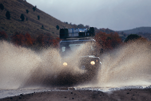 Bolivian Andes「Off Road Car Driving Through Water Hole at Cerro Fitz Roy」:スマホ壁紙(7)