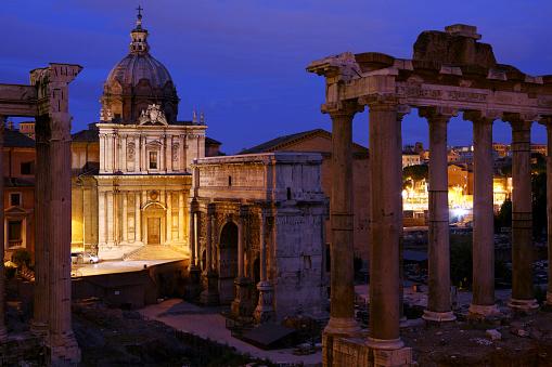 Roman Forum「Italy, Rome, Temple of Vespasian and Titus and Church of Santi Luca e Martina at Forum Romanum at night」:スマホ壁紙(19)