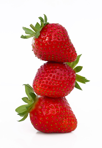 Surrey - England「Three strawberries in a stack, on white background」:スマホ壁紙(15)