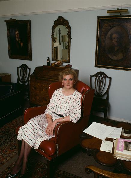 Furniture「Lucy Irvine」:写真・画像(9)[壁紙.com]