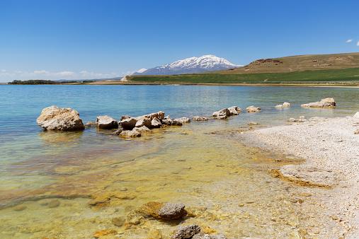 Volcanic Landscape「Turkey, Anatolia, Eastern Anatolia Region, Van Province, near Ercis, Northern bank of Lake Van, View to Volcano Suephan Dagi」:スマホ壁紙(2)