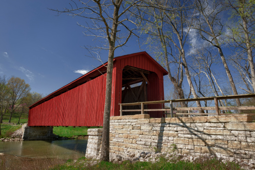 セイヨウカジカエデ「赤い屋根付き橋の田舎にインディアナ」:スマホ壁紙(13)