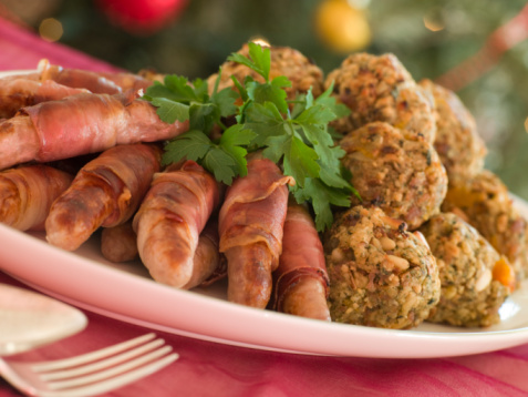 Chestnut - Food「Plate of Pigs in Blankets and Chestnut Stuffing Balls」:スマホ壁紙(13)