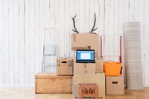 Funky「Makeshift home office with laptop on cardboard boxes」:スマホ壁紙(9)