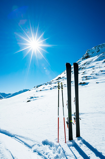 Ski Resort「Skis and ski poles on remote slope」:スマホ壁紙(9)