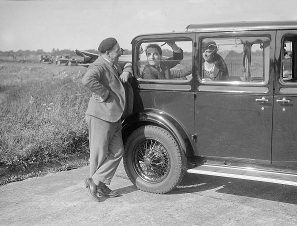 Beret「Hugh McConnell, Sammy Davis and Mrs Davis with an Austin 20/6 landaulette at Brooklands, 1931」:写真・画像(4)[壁紙.com]