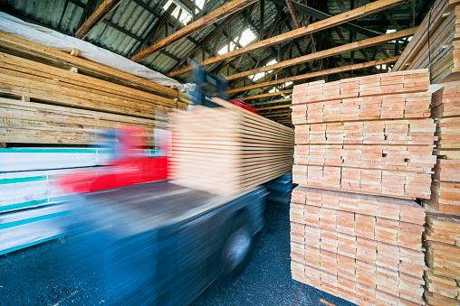 Lumber Industry「Forklift and stacked wooden planks in warehouse」:スマホ壁紙(10)