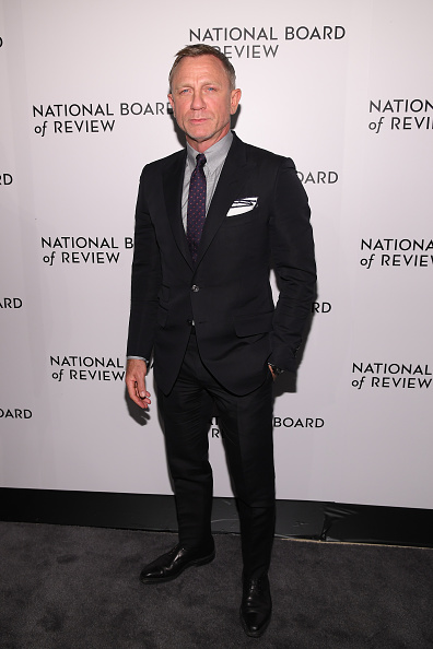 Looking Over「The National Board Of Review Annual Awards Gala - Arrivals」:写真・画像(3)[壁紙.com]