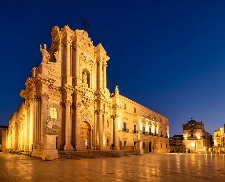 Convent「Syracuse Sicily Italy. The Cathedral of Syracuse in Ortygia Island」:スマホ壁紙(13)