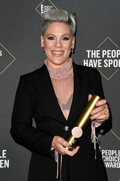45th People's Choice Awards「2019 E! People's Choice Awards - Press Room」:写真・画像(11)[壁紙.com]
