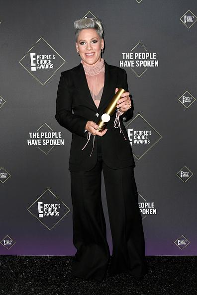 45th People's Choice Awards「2019 E! People's Choice Awards - Press Room」:写真・画像(5)[壁紙.com]