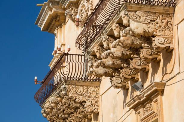 Baroque balconies of the Palazzo Nicolaci di Villadorata, Noto, Syracuse, Sicily, Italy:スマホ壁紙(壁紙.com)