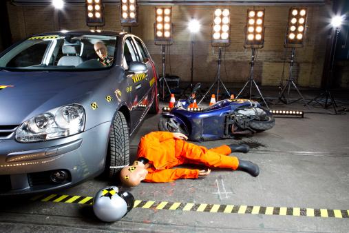 Crash Test「A crash test dummy on ground after scooter crashed into car」:スマホ壁紙(17)