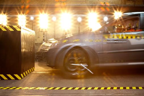Crash Test Dummy「A crash test car with a crash test dummy driving into a barrier」:スマホ壁紙(17)