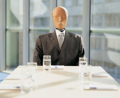 Crash Test Dummy「Crash Test Dummy Sitting Behind a Desk in a Meeting Room」:スマホ壁紙(14)