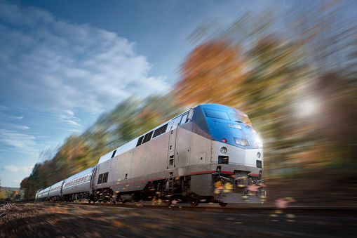 秋「Speeding train traveling」:スマホ壁紙(7)