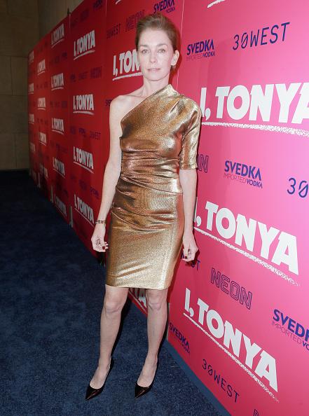 1人「Premiere Of Neon And 30 West's I, Tonya' - Red Carpet」:写真・画像(13)[壁紙.com]