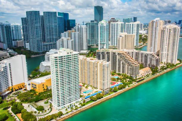Miami's Brickell Key Aerial:スマホ壁紙(壁紙.com)