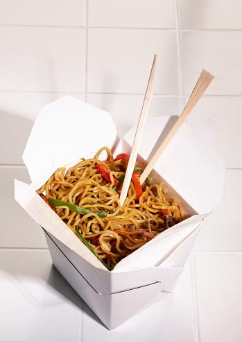 Chow Mein「Take-Out Carton of Chowmein on Kitchen Tile」:スマホ壁紙(18)