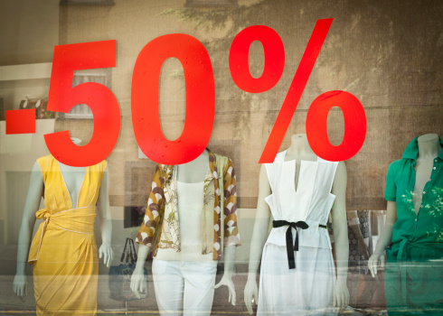 Percentage Sign「Discount On Window Of Boutique」:スマホ壁紙(7)