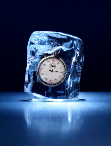 Frozen「Large block of ice with a stopwatch frozen inside」:スマホ壁紙(5)