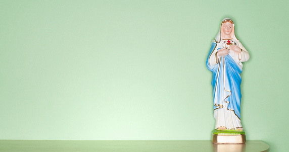 Figurine「Religious figurine on counter top」:スマホ壁紙(2)