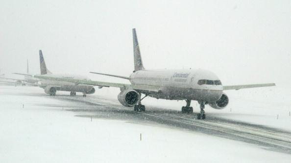 Airport Runway「Snowstorm Hits East Coast」:写真・画像(5)[壁紙.com]