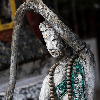 仏像「Worn and weathered buddhist sculpture」:スマホ壁紙(12)
