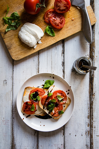 イタリア料理「Pizza style toast with mozzarella, tomato and basil」:スマホ壁紙(14)