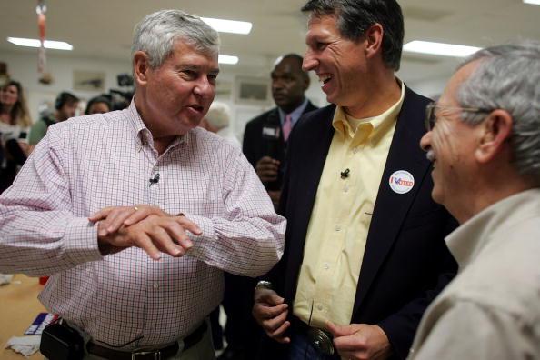 Joe Mahoney「Congressional Candidate Tim Mahoney Votes In Florida」:写真・画像(13)[壁紙.com]
